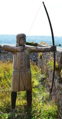A statue of a longbow archer
